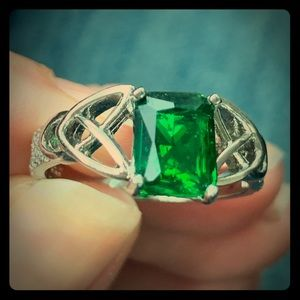 10k emerald ring size 10